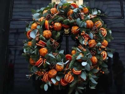 PET CHECK BLOG - No. 10 Downing Street Christmas Wreath